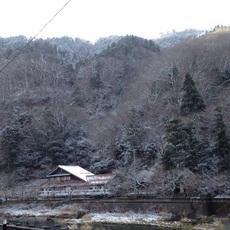 湯原はうっすらと雪景色!